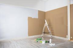 Half Geschilderde Muur : Half geschilderde muur stock photos images