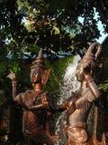 Half menselijke, halve die vogelschepselen als Kinnari en Kinnari worden bekend royalty-vrije stock afbeelding