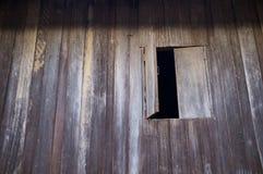Half open houten venster Stock Afbeeldingen