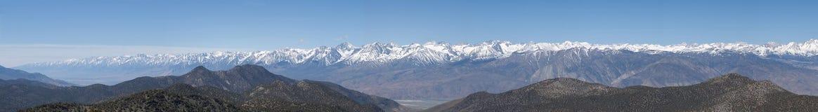 half södra panoramatoppig bergskedja Arkivfoto