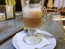 Half volledige kop van koffie Stock Foto