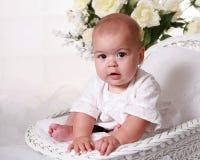 Halfjaarlijks oud babymeisje stock afbeelding
