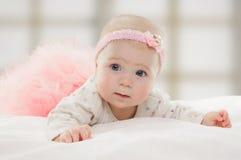 Halfjaarlijks oud Kaukasisch babymeisje Stock Foto