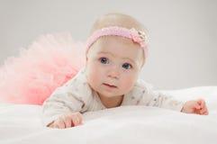 Halfjaarlijks oud Kaukasisch babymeisje Royalty-vrije Stock Fotografie