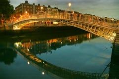 Halfpenny Brug. Rivier Liffey in Dublin. Royalty-vrije Stock Afbeelding
