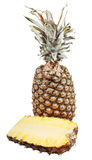 2 halfs зрелого ананаса изолированного на белизне Стоковые Фото