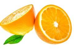 2 halfs оранжевого при листья изолированные на белизне Стоковые Фотографии RF