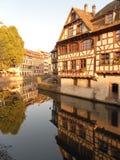 Halftimbered byggnader i Strasbourg, Alsace arkivfoto