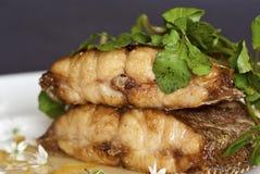 Halibut salvaje chamuscado cacerola con la salsa del limón Fotografía de archivo libre de regalías