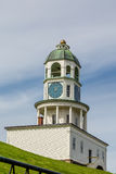 Halifax-Stadt-Uhr auf grünem Hügel Lizenzfreies Stockfoto