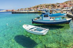 Halki är en ö av fred och kamratskap arkivfoto