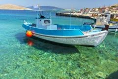 Halki är en ö av fred och kamratskap arkivbild