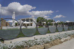 Halkidiki, vue de boutiques de marina de station de vacances d'hôtel de luxe de la Grèce Sani Photographie stock