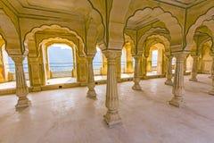Hall à colonnes d'Amber Fort près de Jaipur Images stock