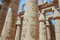 Hall à colonnes dans le complexe de temple de Karnak (Louxor) images libres de droits