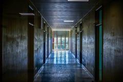 Hall övergett psykiatriskt sjukhus royaltyfria bilder