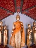 Hall стоять Buddhas на Wat Pho, Бангкоке Таиланде стоковые изображения rf