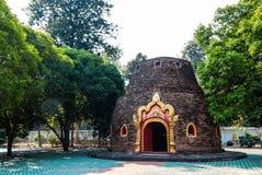 Hall antique d'image de Bouddha (Ubosot) Photos stock