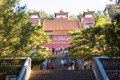 Hall av Buddha som bekräftar hans plats för doktrin (Xiangyan Zongyin Zhi Ge) av sommarslotten royaltyfria bilder