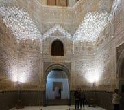 Hall av de två systrarna på det kungliga komplexet av Alhambra Arkivbilder