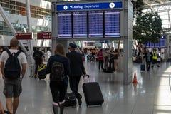 Hall av en avvikelse av flygplatsen internationella Dusseldorf arkivbilder