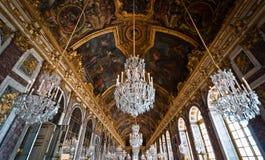 Hall av spegeln av slotten av Versailles Fotografering för Bildbyråer