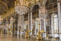 Hall av speglar på slotten av Versailles Arkivbilder