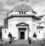 Hall av svartvitt byggande för minnesmärke för minnesBirmingham krig Arkivfoton