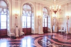 Hall blanc intérieur du palais de Gatchina Images libres de droits