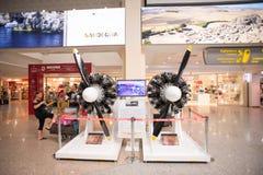 Hall Costa Smeralda lotnisko w Olbia z Dwa samolotów silnikiem Zdjęcia Stock