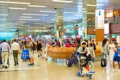 Hall d'aéroport de Changi de personnes, Singapour Image stock