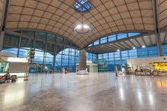 Hall d'arrivée de l'aéroport dans Alicante Images libres de droits