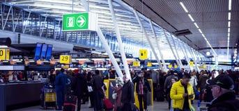 Hall d'enregistrement à l'aéroport de Schiphol Photos stock