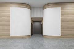 Hall de bureau avec les murs en bois arrondis Il y a deux affiches blanches sur eux Photos libres de droits