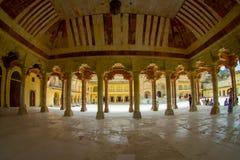 Hall de Collumned dans Sattais Katcheri en Amber Fort près de Jaipur, Ràjasthàn, Inde Amber Fort est la touriste principale Image stock