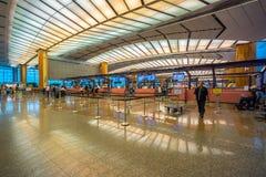 Hall de départ à l'aéroport de Changi avec la zone d'enregistrement photographie stock libre de droits