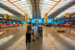 Hall de départ à l'aéroport de Changi avec la zone d'enregistrement image libre de droits