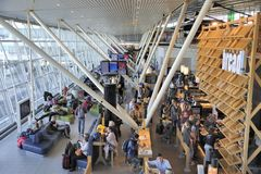 Hall de départ à l'aéroport de Schiphol Images stock