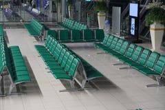 Hall de départ avec les sièges vides dans fin de soirée dans le coup de la Thaïlande Photographie stock libre de droits