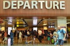 Hall de départ dans le terminal 1 dans l'aéroport de Changi Image libre de droits