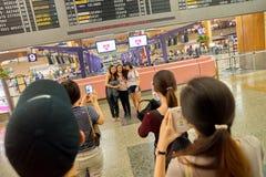 Hall de départ du terminal d'aéroport de Singapour Changi 2 Photos stock