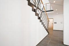 Hall de entrada con la escalera Imagenes de archivo