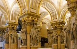 Hall de entrada del museo de la historia militar foto de archivo
