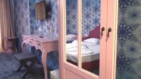 Hall de entrada en el apartamento del ` s de los niños en hotel de cinco estrellas en búlgaro Kranevo metrajes