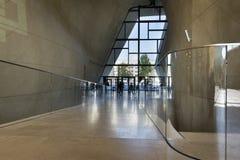 Hall de entrada moderno en el museo de la historia de judíos polacos en Varsovia Imagen de archivo libre de regalías