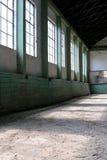 Hall de monte abandonné sans chevaux et cavaliers Photographie stock