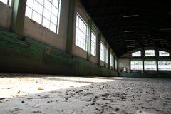 Hall de monte abandonné sans chevaux et cavaliers Photos stock