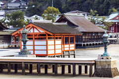 Hall de purification de Haraiden dans le tombeau d'Itsukushima sur l'île de Miyajima photographie stock libre de droits