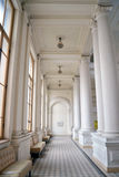 Hall in der neoklassischen Art Lizenzfreie Stockbilder