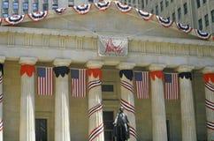 Hall fédéral avec des décorations sur Liberty Weekend, New York City, NY Photographie stock